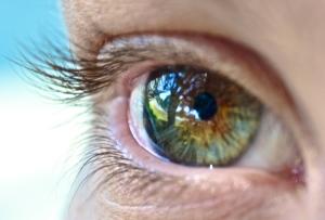Eye-seeing-reflecting-close-up