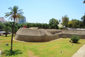 Nicosia_Medieval_Walls_and_Bastion-Liberation-monument-photo