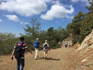 Hiking-rear2