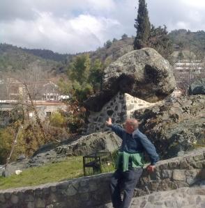yiannis-telling-story-of-big-rock-kakopetria